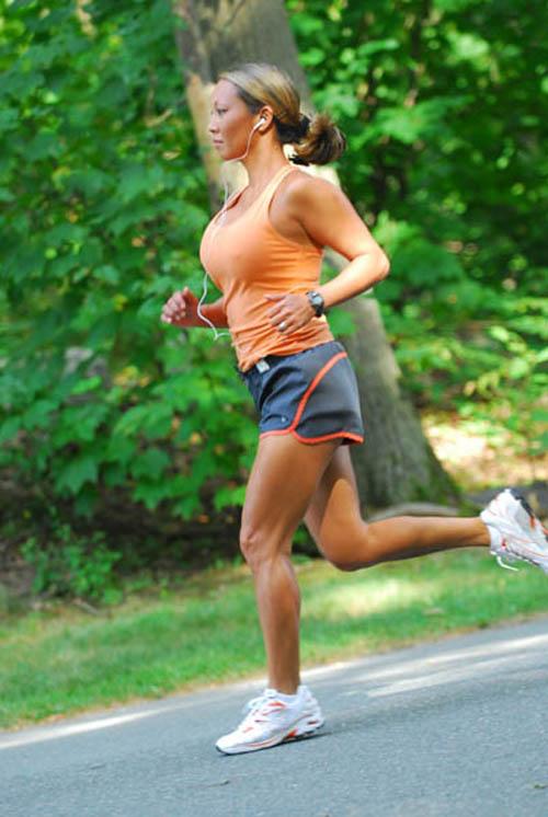 Grace De La Rosa running
