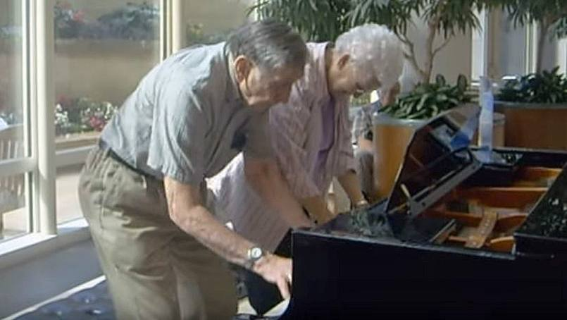 Marlow and Fran Cowan play the piano at Mayo Clinic.