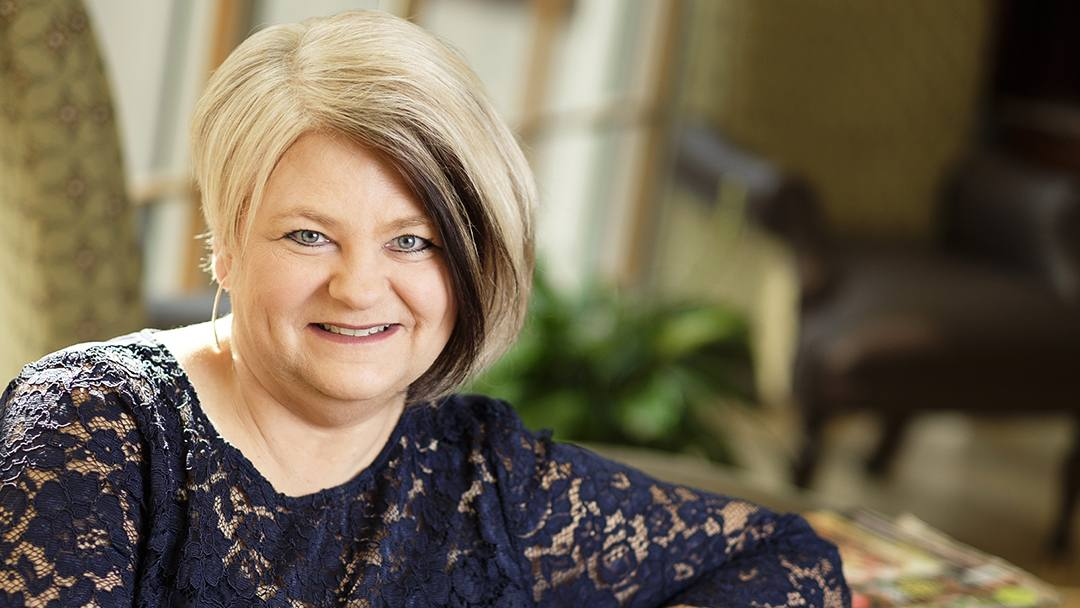 Diagnosed with breast cancer after putting off her annual mammogram for several years, Tammy Jackson shares her story to encourage others to make cancer screening exams a priority.