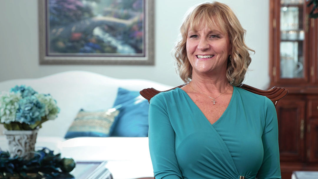 A diagnosis of stage 4 ovarian cancer sent shock waves through Michelle Messer's world. But prompt treatment and a comprehensive care plan have seen her through. Now five years after that initial diagnosis, Michelle is savoring each day.