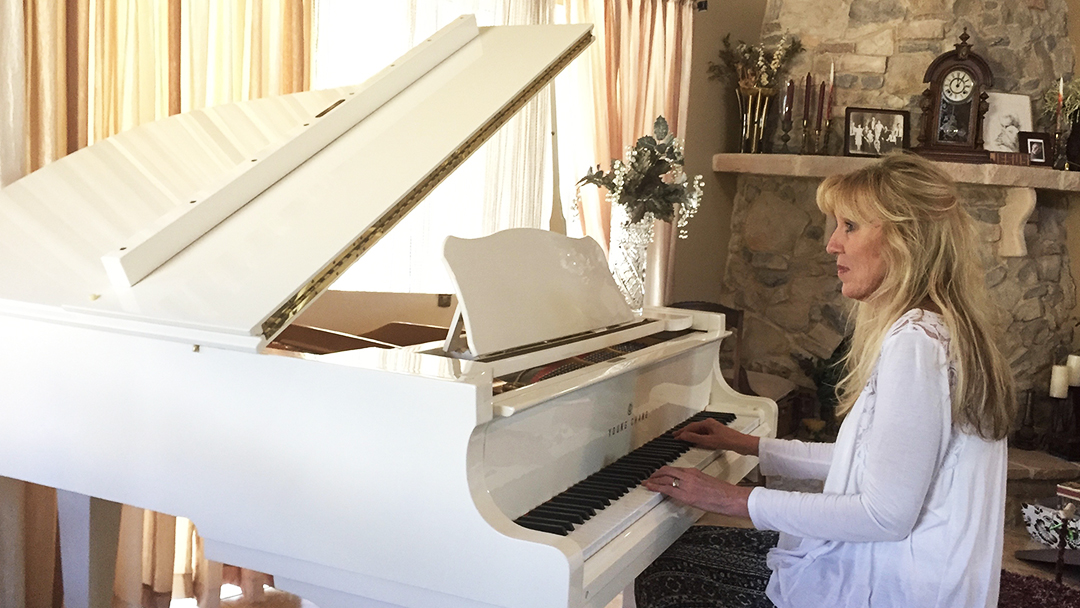 After months of living with sharp, shooting pain in her arm, Corrine Craig sought help at Mayo Clinic. Her care and treatment by a multidisciplinary team took away the pain and allowed the piano player to return to the pastime she loves.