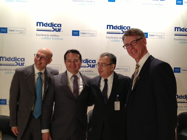 Representatives from Mayo Clinic and Médica Sur