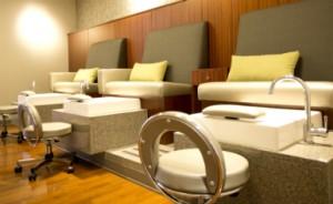 Sillas y tinas para pedicura en Rejuvenecer con el Programa de Vida Sana de Mayo Clinic