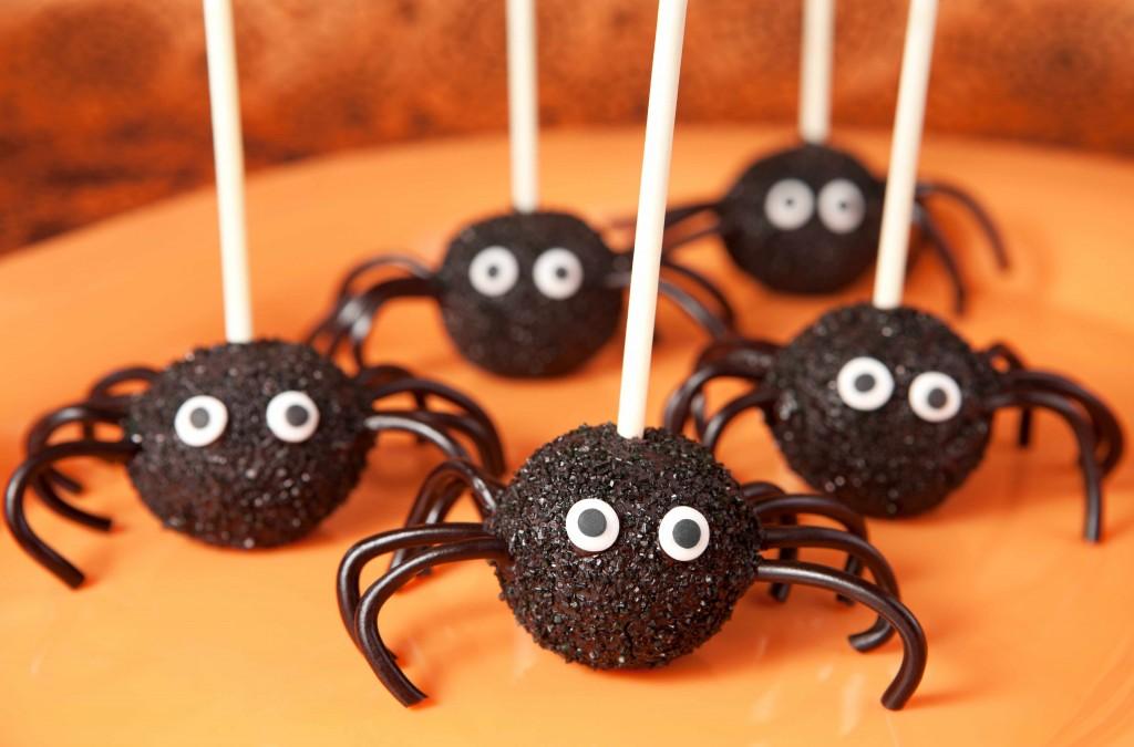 homemade spider lollipop treats for Halloween
