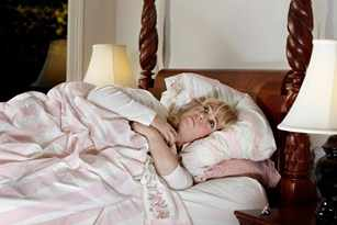 mujer madura completamente despierta a mitad de la noche