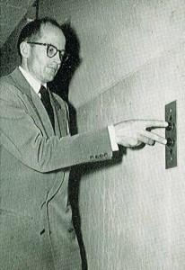 two finger spread demonstration for using elevator