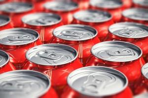 Latas de gaseosa y bebidas energizantes