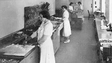 1953 Mayo Clinic glassware laboratory