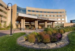 Vista exterior del hospital Luther del Sistema de Salud de Mayo Clinic en Eau Claire, Wisconsin