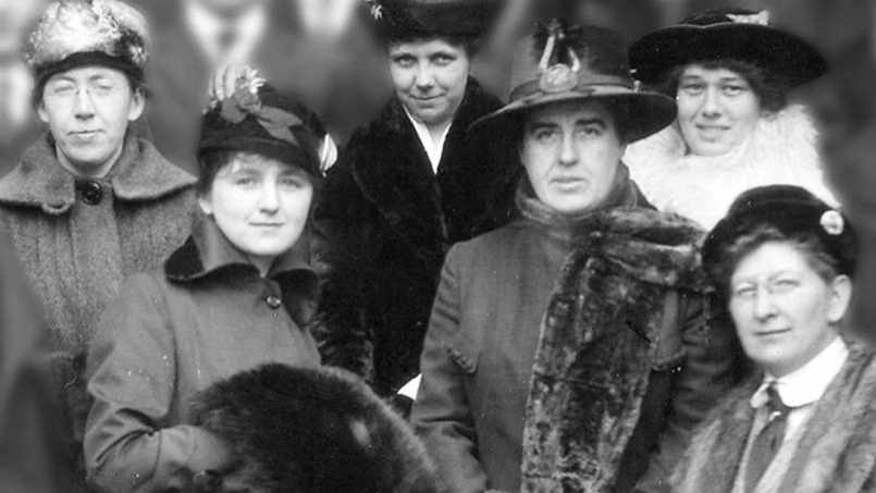 a black and white photo from the early 1900s of women of Mayo Clinic