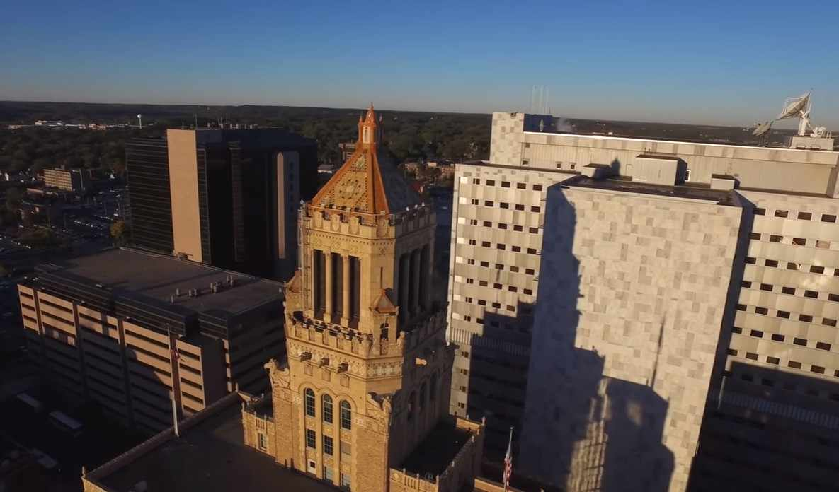 a daytime aerial photo of the Mayo Clinic Plummer Building and downtown campus