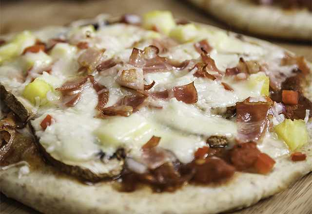 close up of pita pizza for healthy snack