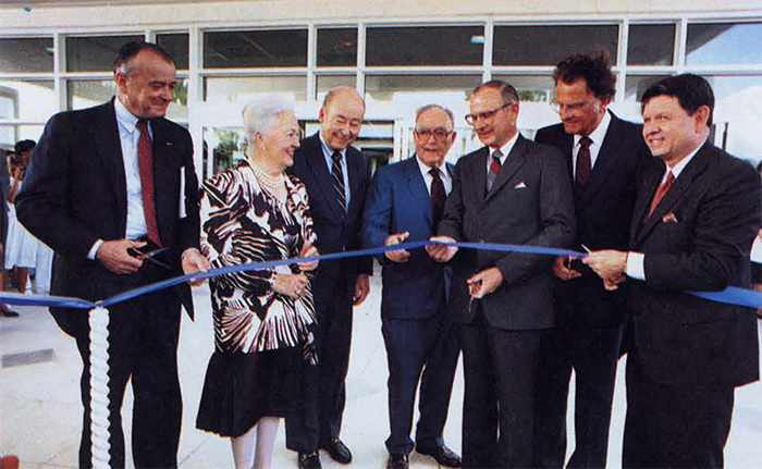 a 1986 photograph of the ribbon-cutting ceremony when the Mayo Clinic campus in Jacksonville, Florida, was dedicated