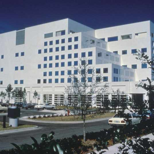 a 1987 photograph of Mayo Clinic's campus in Jacksonville, Florida