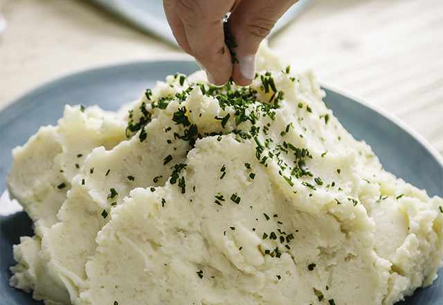 close up of garlic cauliflower potato mash