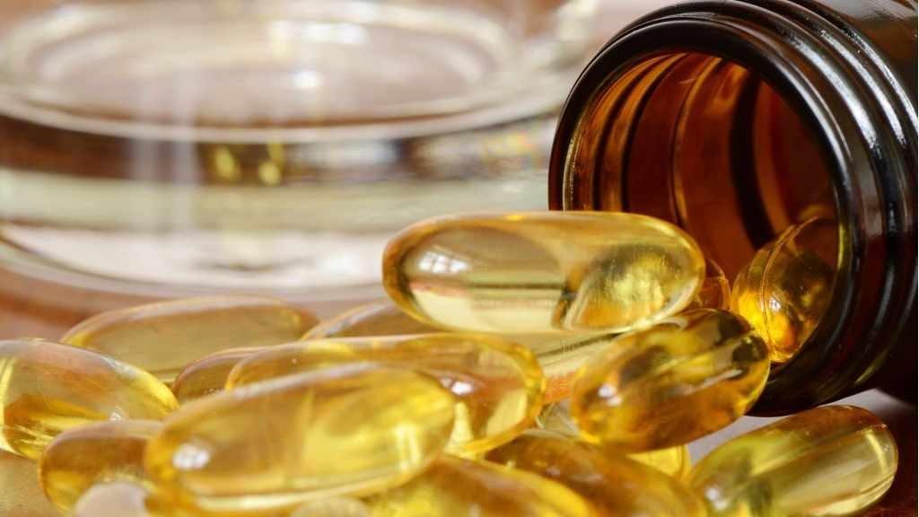 Frasco del que se riegan pastillas de vitamina D