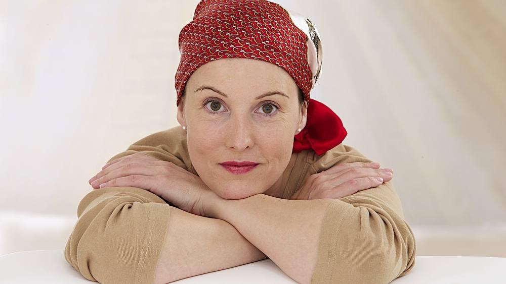 retrato de una mujer recuperándose del a quimioter