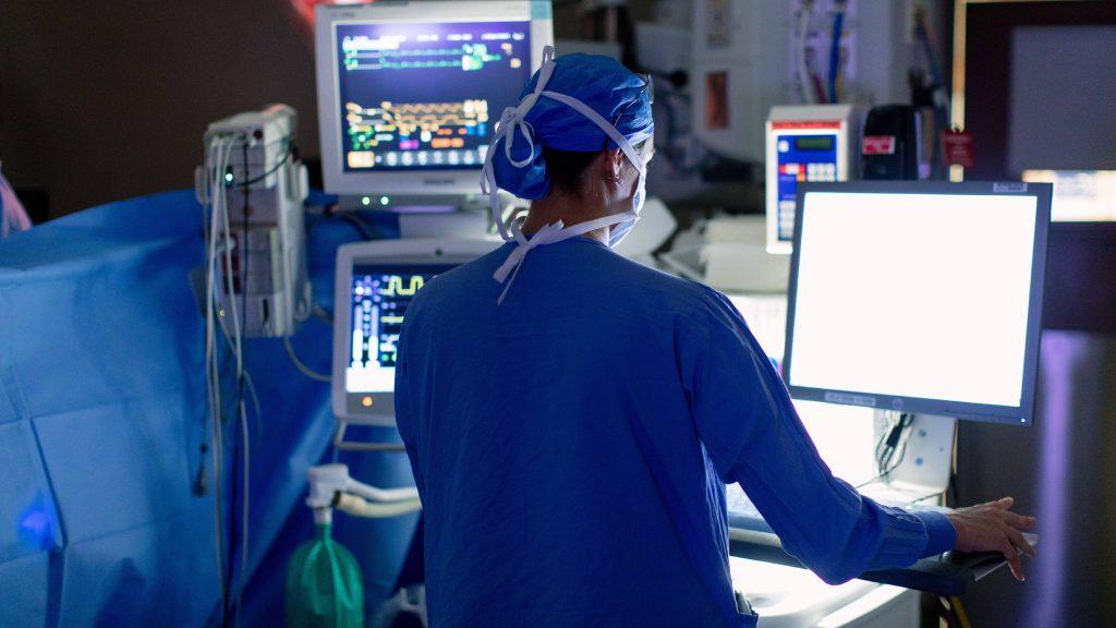 Una operación para cáncer de próstata en el quirófano