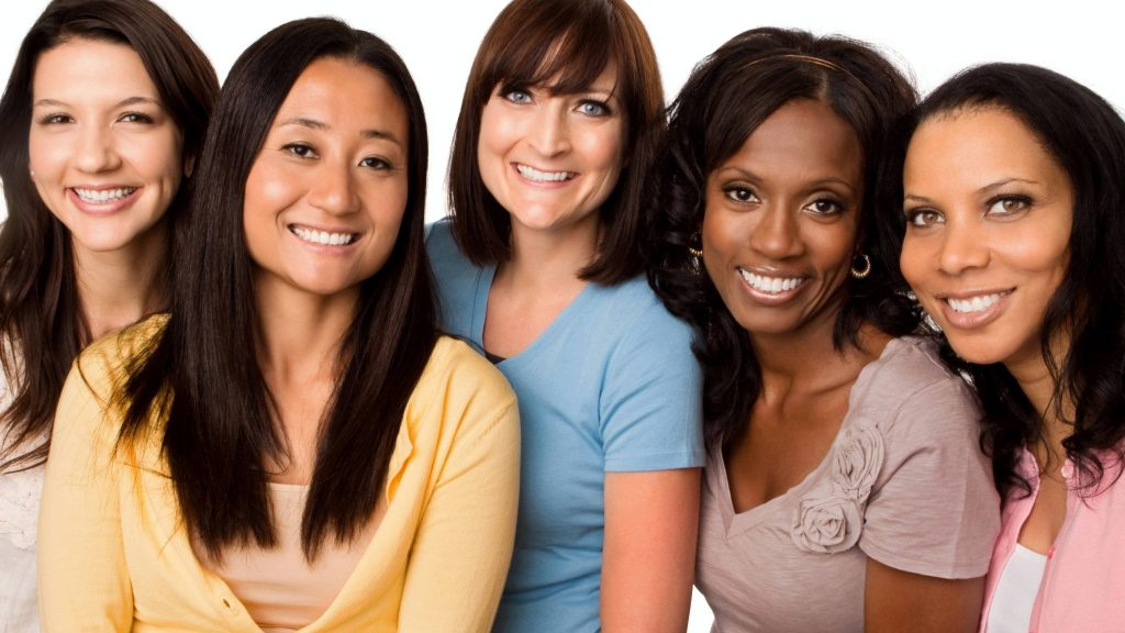 Un grupo diverso de mujeres