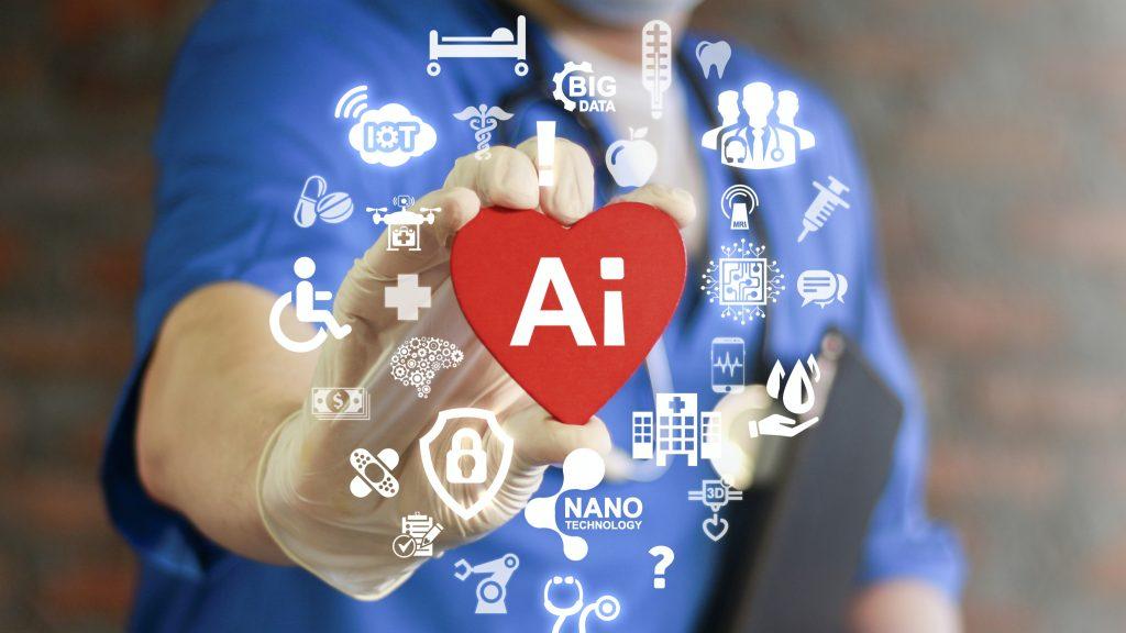 Un profesional de la salud sostiene un corazón con el símbolo de la inteligencia artificial (IA) rodeado por otros símbolos que representan la tecnología futura de la medicina