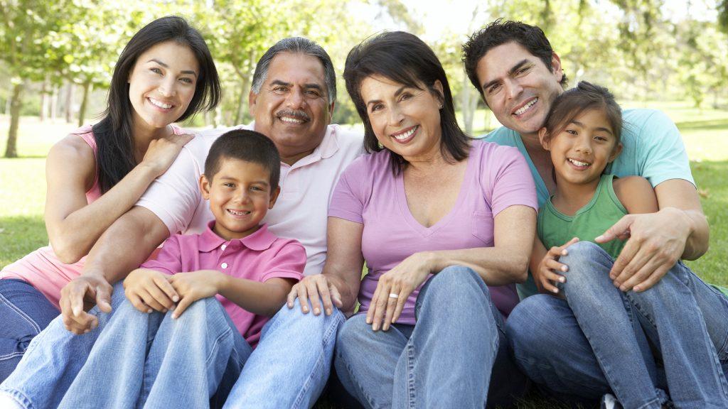Una familia feliz y compuesta por varias generaciones