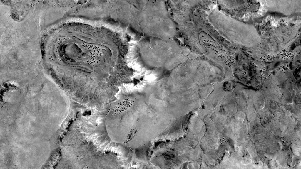 Fotografía abstracta de un terreno desértico que representa al glioblastoma