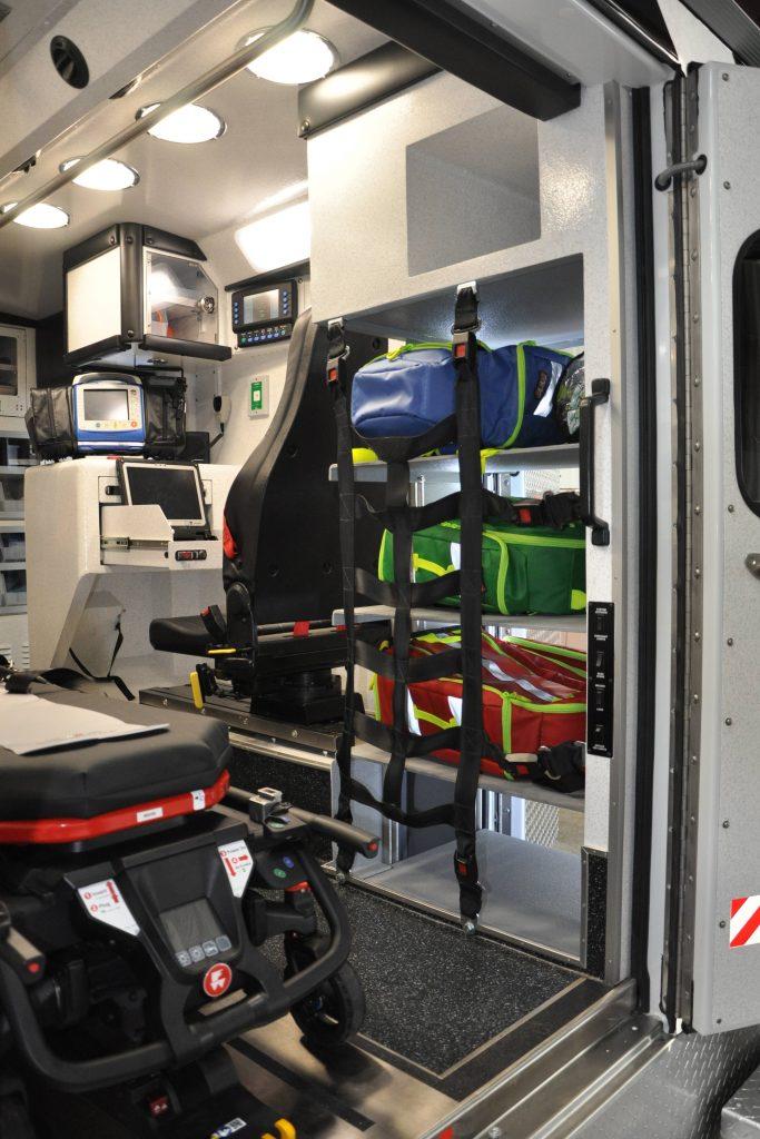 El equipo se guarda en la parte trasera de la ambulancia remodelada