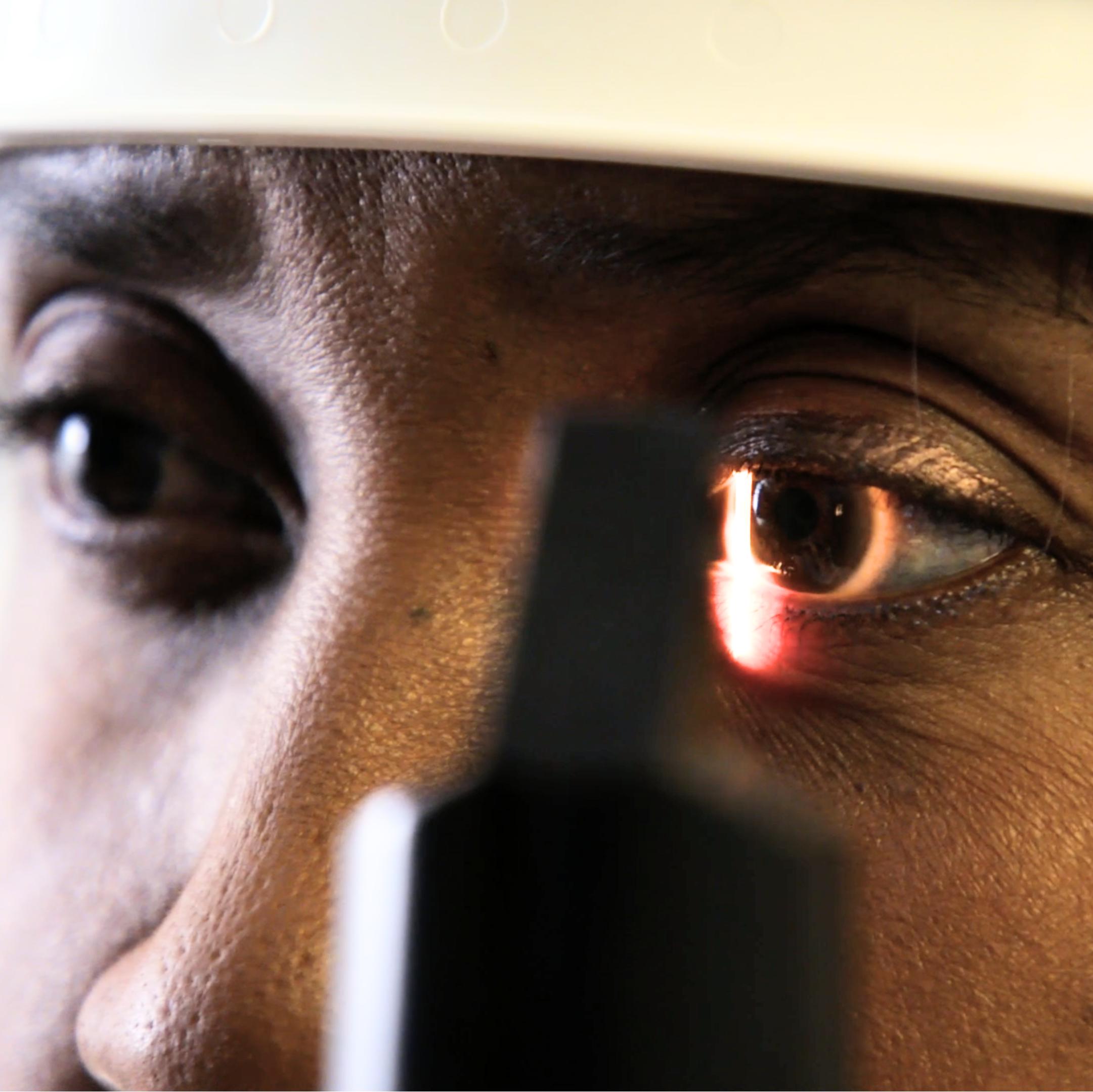 Mayo Clinic Florida patient Sandra Blue having an eye exam
