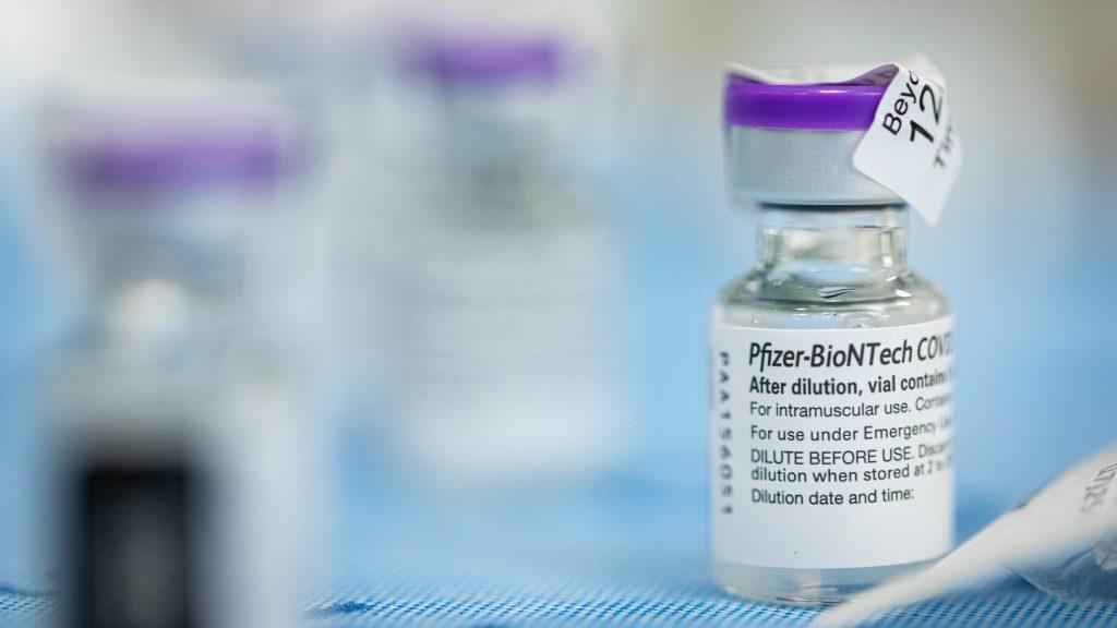 Médico de la sala de emergencia explica por qué decidió vacunarse contra la COVID-19