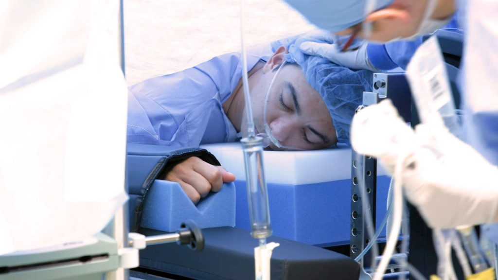 awake robotic surgery patient Erasmo Carlos Perdomo Maradiaga during surgery