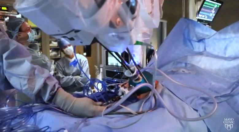 Mayo Clinic surgeons in Arizona performing single-port robot surgery for lymphedema