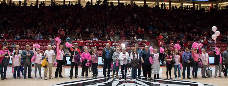Lobos Love Pink - Survivors on Court