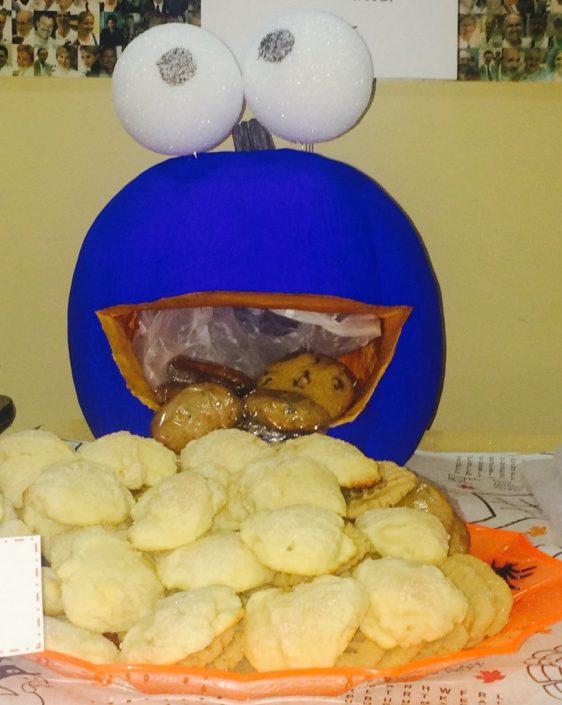 Cookie monster is hungry, om nom nom.