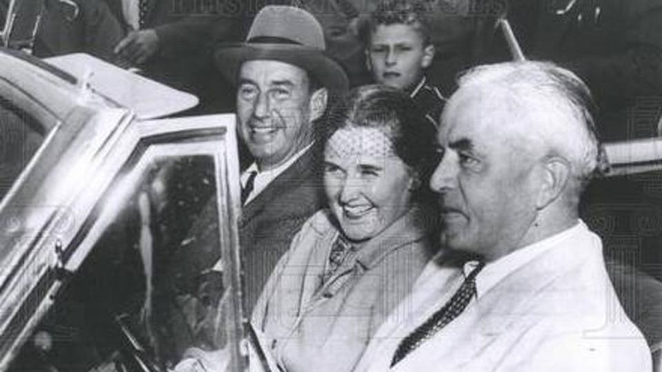 Charles W. Mayo and his wife Alice drive with Democratic presidential candidate and Illinois Governor, Adlai Stevenson II in 1952
