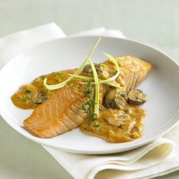 Salmon with creamy leeks sauce