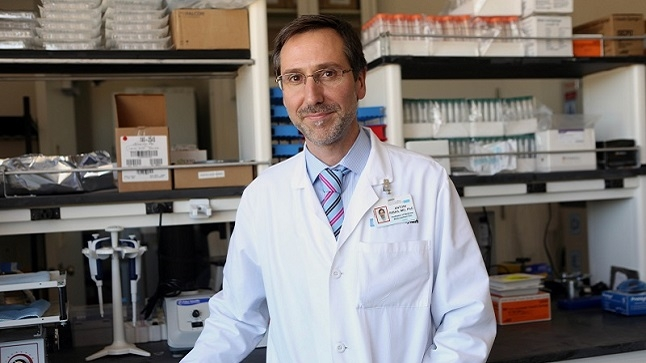 Dr. Antoni Ribas in the lab.