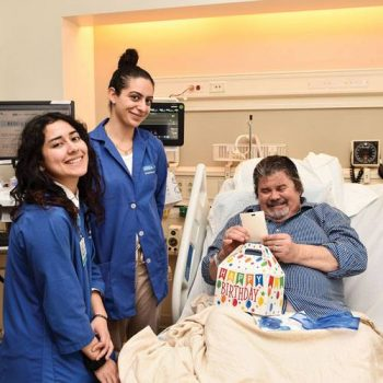 New Volunteer Services program celebrates patient birthdays