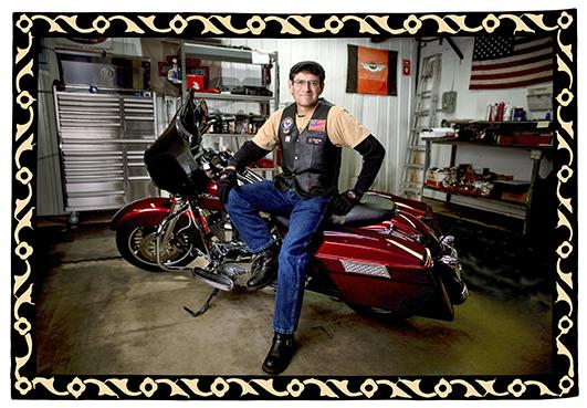 Thomas Hoffman, paciente de Mayo que ahora, dos años después del diagnóstico de cáncer de páncreas, se encuentra libre de cáncer y nuevamente monta en motocicletas Harley.