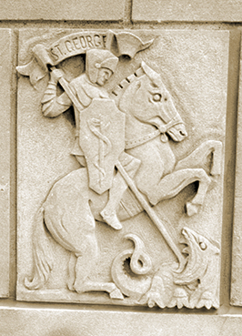 La imagen de San Jorge venciendo al dragón adorna la fachada del Edificio Plummer en la sede de Mayo Clinic de Rochester (Minnesota).