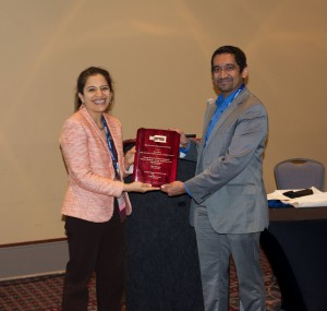 Pooja Dewan, Chair of the Innovative Applications in Analytics Award (IAAA) committee presents award to Mayo Clinic's Kal Pasupathy, Ph.D.