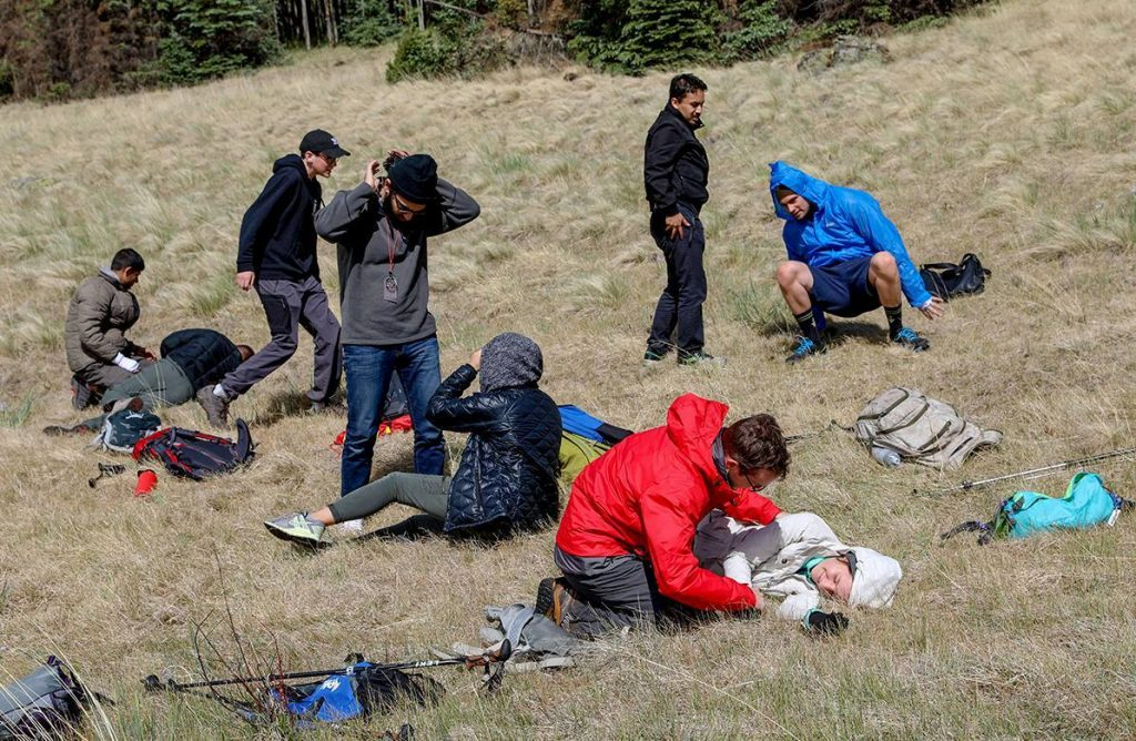 Medical students practice patient assessment in wilderness conditions