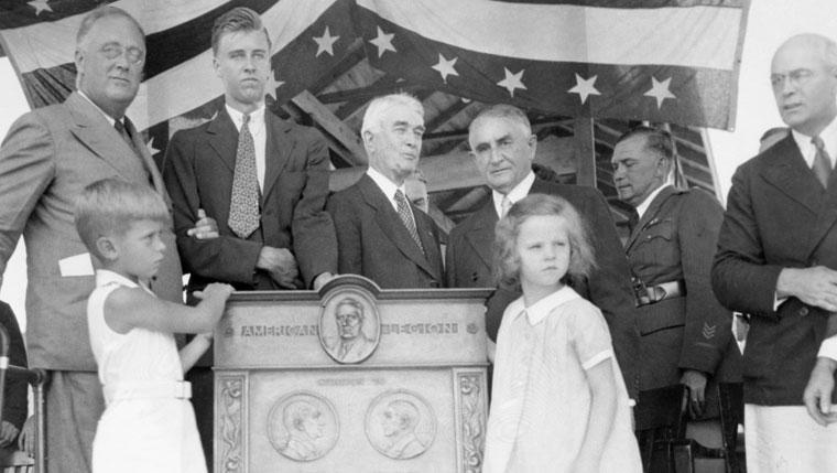 President Franklin Roosevelt visits Rochester, Minnesota