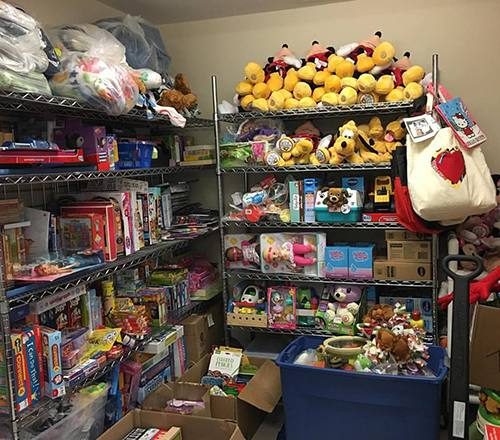 Linsey Rippy knows firsthand what it's like to have a child (make that two) in the hospital. She's seen how a new toy can give a hurting child a moment of happiness – and give a hurting parent hope. So each year, she organizes a holiday toy drive to bring both to Mayo Clinic.