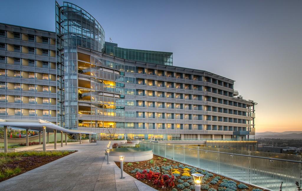 Twilight picture of Palomar Hospital