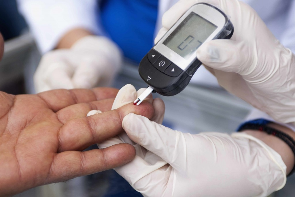 Measuring blood sugar with a blood glucose meter for diabetes