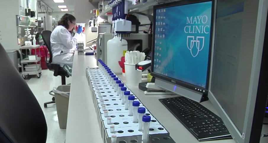 laboratory researcher working in Biobank lab
