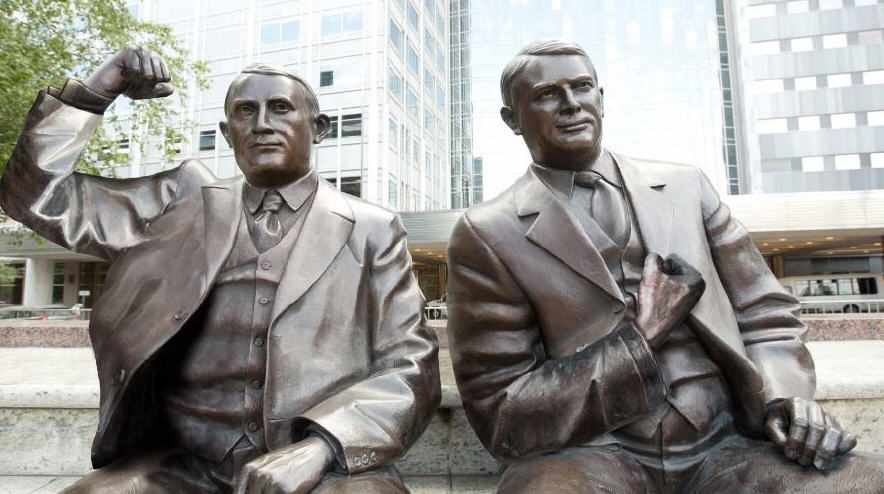 Drs. Will and Charlie statues doing #StrongArmSelfie for colon cancer awareness