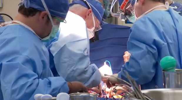 Cirugía para trasplante cardíaco con el Dr. Richard Daly