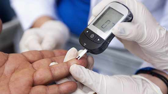 Measuring blood sugar with a blood glucose meter for diabetes 16x9