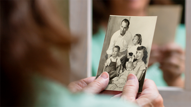 a photograph of patient Patricia Thomas and her family